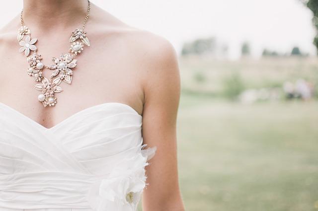 La importancia del vestido de novia y otros símbolos en un boda