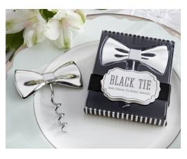 Detalle de boda pajarita abrebotellas en caja