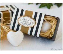 Detalle de boda jabón corazón en caja regalo
