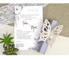 Invitación de boda pergamino con mariposa
