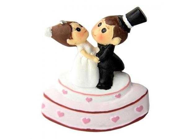 Detalle de boda imán novios tarta