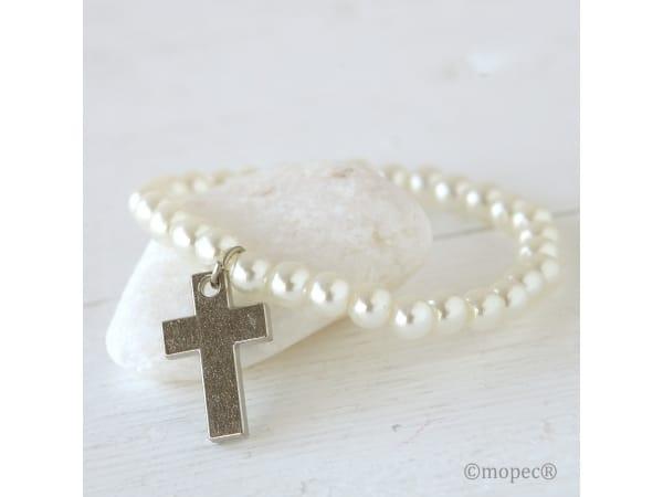 Detalle de boda pulsera perlitas y cruz