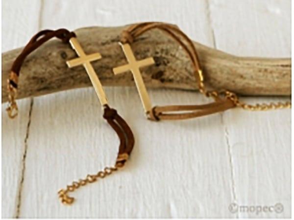 Detalle de boda pulsera cruz