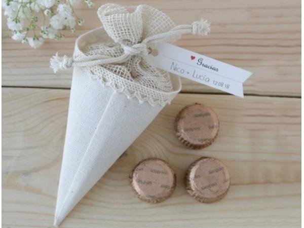 Detalle de boda cono-bolsa con 3 chocolates