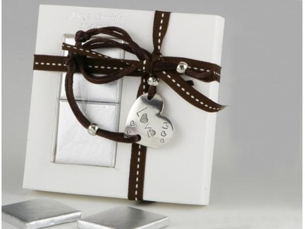 Detalle de boda pulsera corazón + 2 chocolatinas