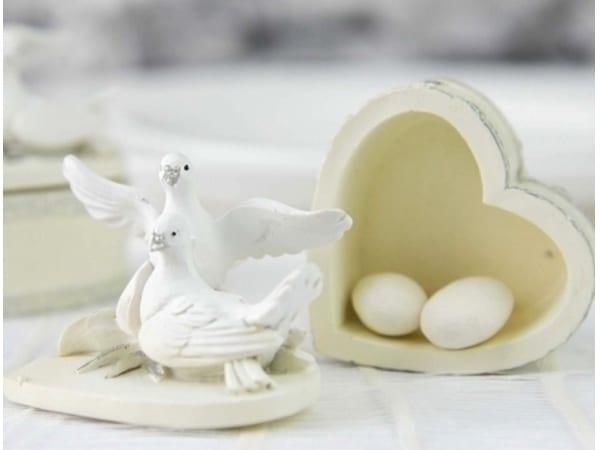 Detalle de boda cajita corazón palomas