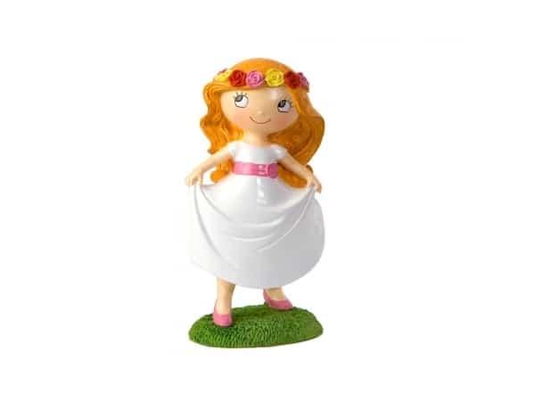 Figura pastel chica en pradera