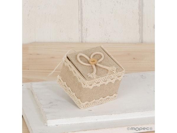 Cajita beige con cordel y botón 5x4,5x5 cm
