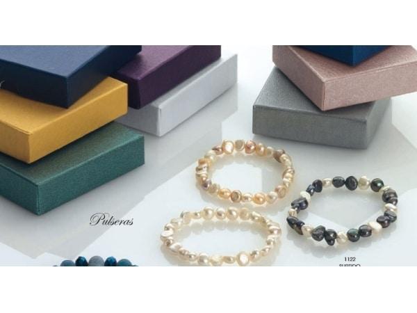 Pulsera perlas naturales con cajita regalo surtida