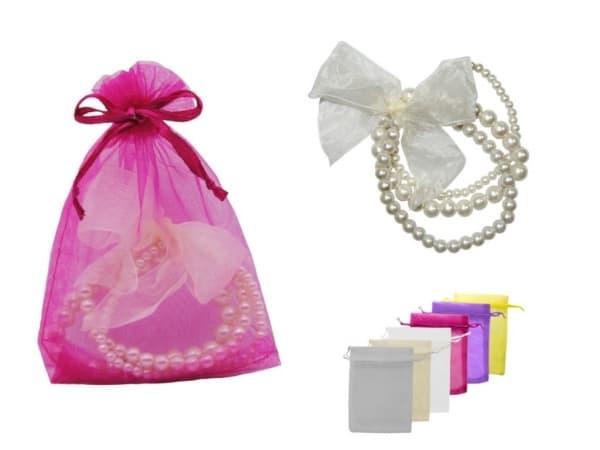 Pulsera triple de perlas blancas con lazo + bolsa de tul (8942)