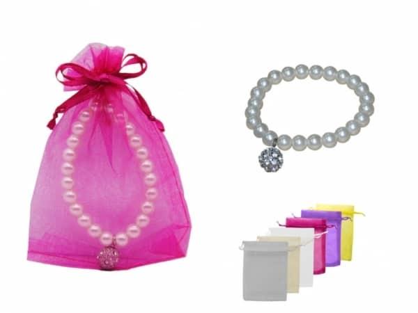 Pulsera de perlas blancas con llamador brillante + bolsa de tul