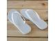 Detalle de boda chancleta flip flop blanca