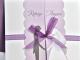 Invitación lila con lazo